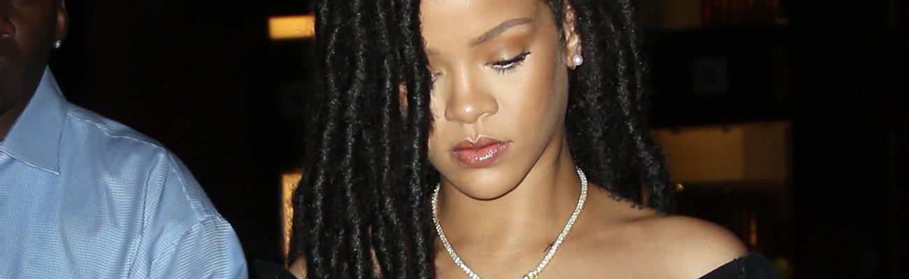 Rihanna at a nail salon in nyc rihanna online for Salon hanna