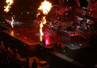 Rihanna performs in Auckland - October 28, 2008 rihanna-fenty.com