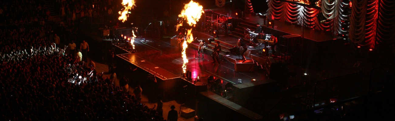 Rihanna performs in Auckland – October 28