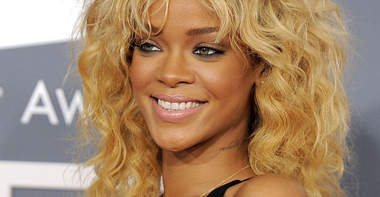 Rihanna set to perform at the Grammy Awards this year 2013