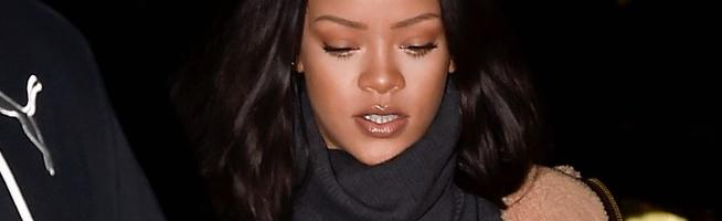Rihanna dines in Paris
