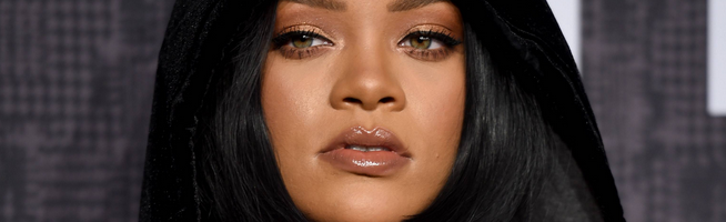 Rihanna Rules Hot 100 for Fifth Week