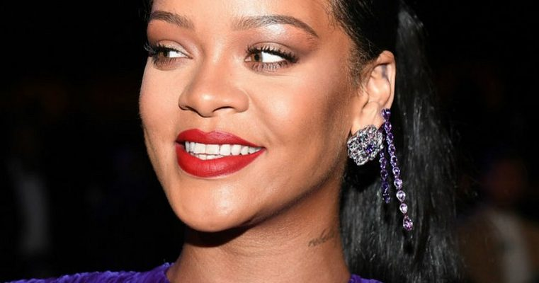 Rihanna accepts NAACP President's Award
