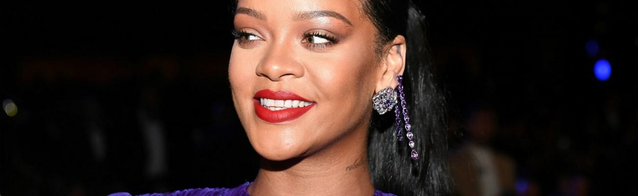 Rihanna accepts NAACP President's Award